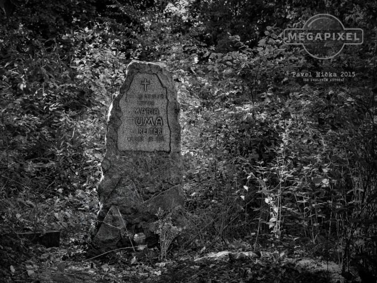 Starý bohnický hřbitov, náhrobek Marie Tůmové–Reiter (Foto Pavel Mička, 2015)